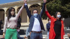 La vicealcaldesa de Madrid, Begoña Villacís; el candidato de Ciudadanos a la Comunidad de Madrid, Edmundo Bal, y la presidenta de la formación, Inés Arrimadas, en un mitin en El Molar, el 18 de abril.