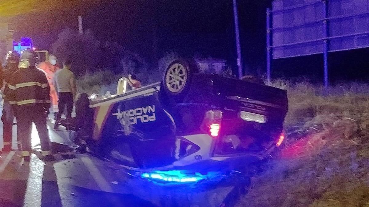 Estado en el que quedó el coche de Policía tras ser embestido por el todoterreno.