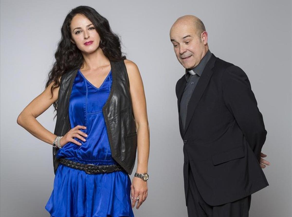 Antonio Resines y Mónica Estarreado, protagonistas de 'Aquí Paz y después Gloria'.