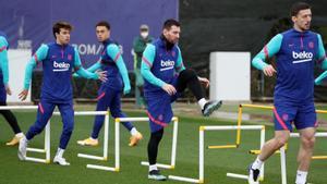Riqui Puig, Messi y Lenglet, en el último entrenamiento del Barça antes de la semifinal copera.