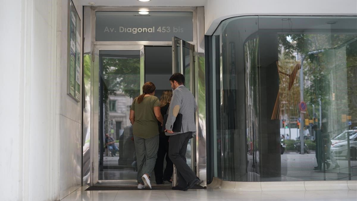 La nena i la mare de l'Uruguai fa 48 hores que són al consolat de Barcelona