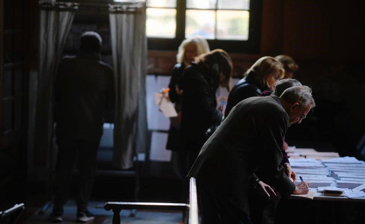 Votaciones en la Escola Industrial de Barcelona.
