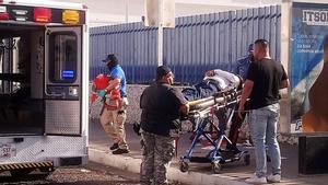 Traslado de Abel Murrieta al hospital, donde falleció.
