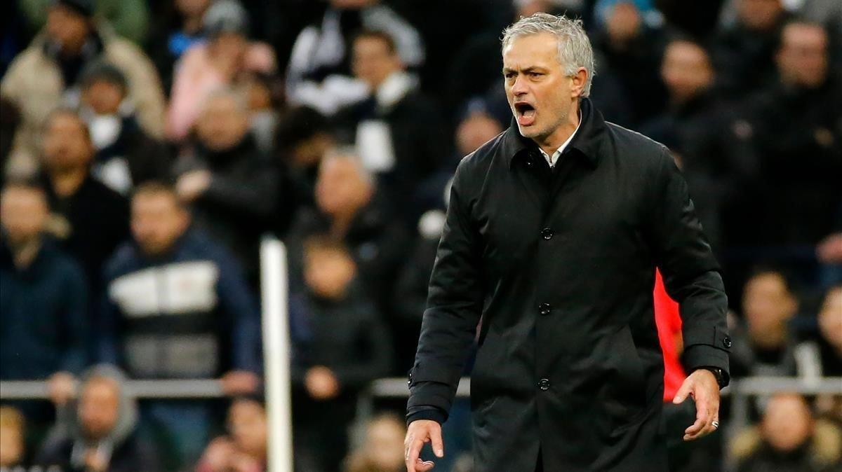 Mourinho, en el partido del Tottenham contra el Brighton.
