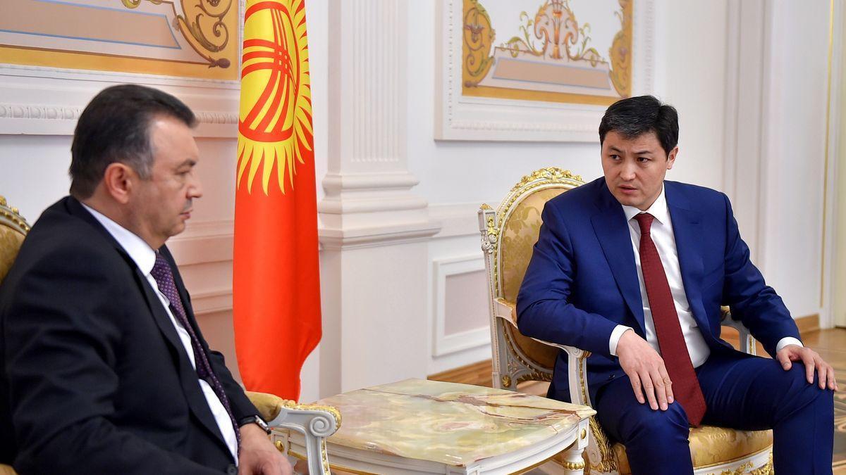Kirguistán y Tayikistán pactan el cese de hostilidades tras choques en la frontera.