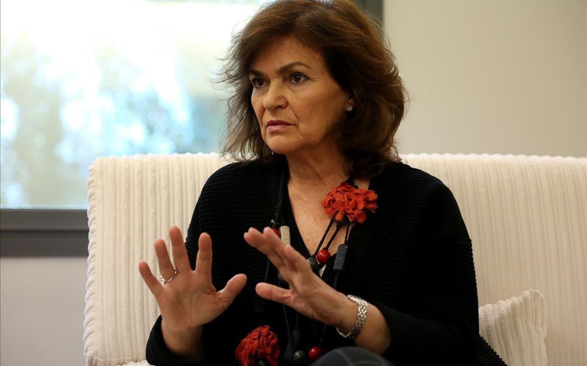 Carmen Calvo, en su despacho, durante unaentrevista.