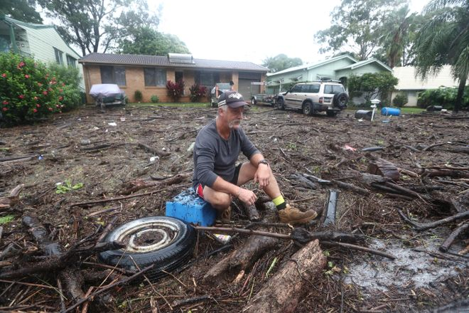 Un hombre lo ha perdido todo por las inundaciones, en PortMcQuairie (Australia)