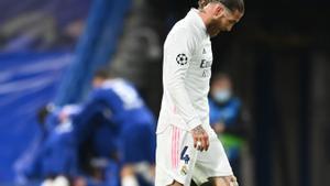 Sergio Ramos se lamenta durante la derrota del Madrid ante el Chelsea.