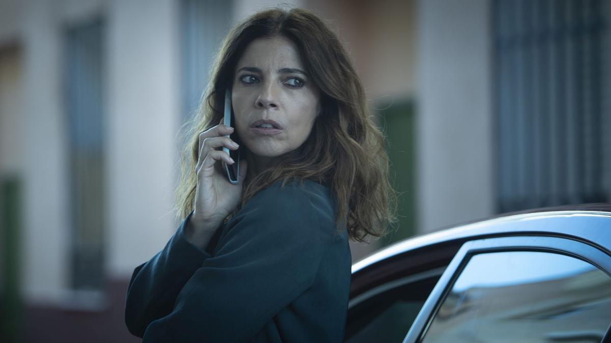 Maribel Verdú se rompe en pedazos en el cartel de la nueva serie 'Ana Tramel. El juego'