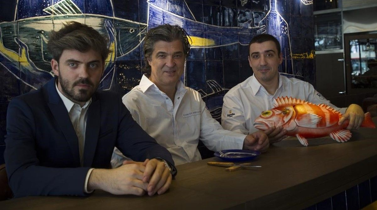 Tomas y Carles Abellan junto a Arnau Muñío (que ahora tiene su propio restaurante, Direkte Boqueria) en La Barra.