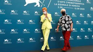 Tilda Swinton y Pedro Almódovar en el pasado festival de Venecia.