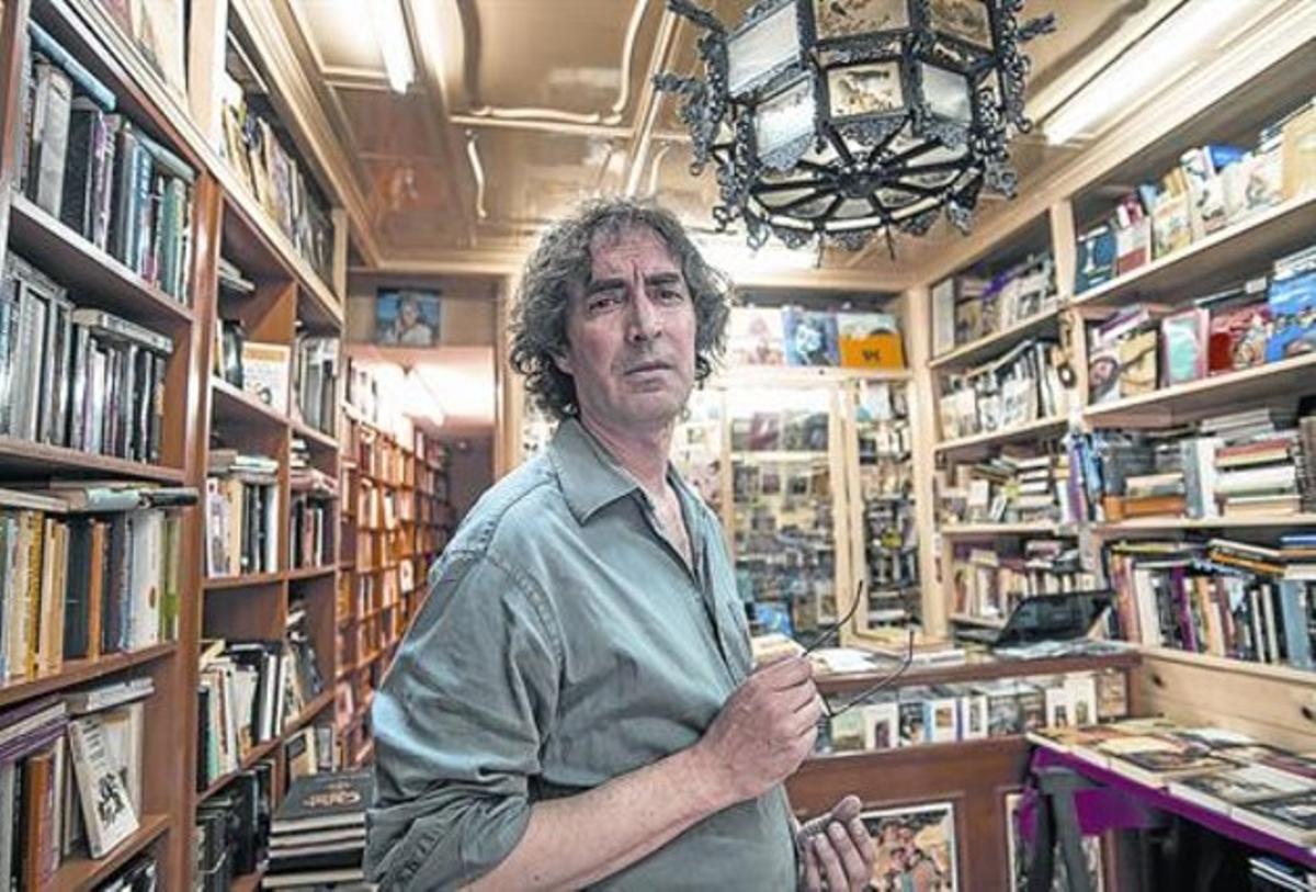 """Gustavo Perona: """"La gente quiere que sus libros sigan teniendo vida"""""""