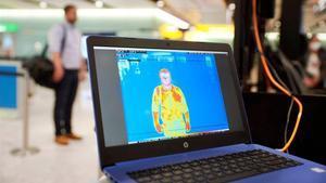 Ensayo de detección térmica que se lleva a cabo en la Terminal 2 en Heathrow, al oeste de Londres.