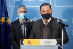 Los ministros Ábalos y Marlaska, este domingo, tras la reunión que ha presidido el presidente Sánchez para prever las actuaciones para paliar las consecuencias de la borrasca.
