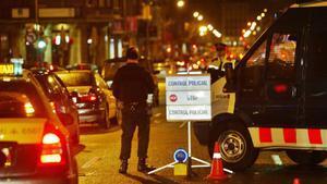 Control de drogas y alcohol en el centro de Barcelona, en la calle Balmes esquina Aragó.