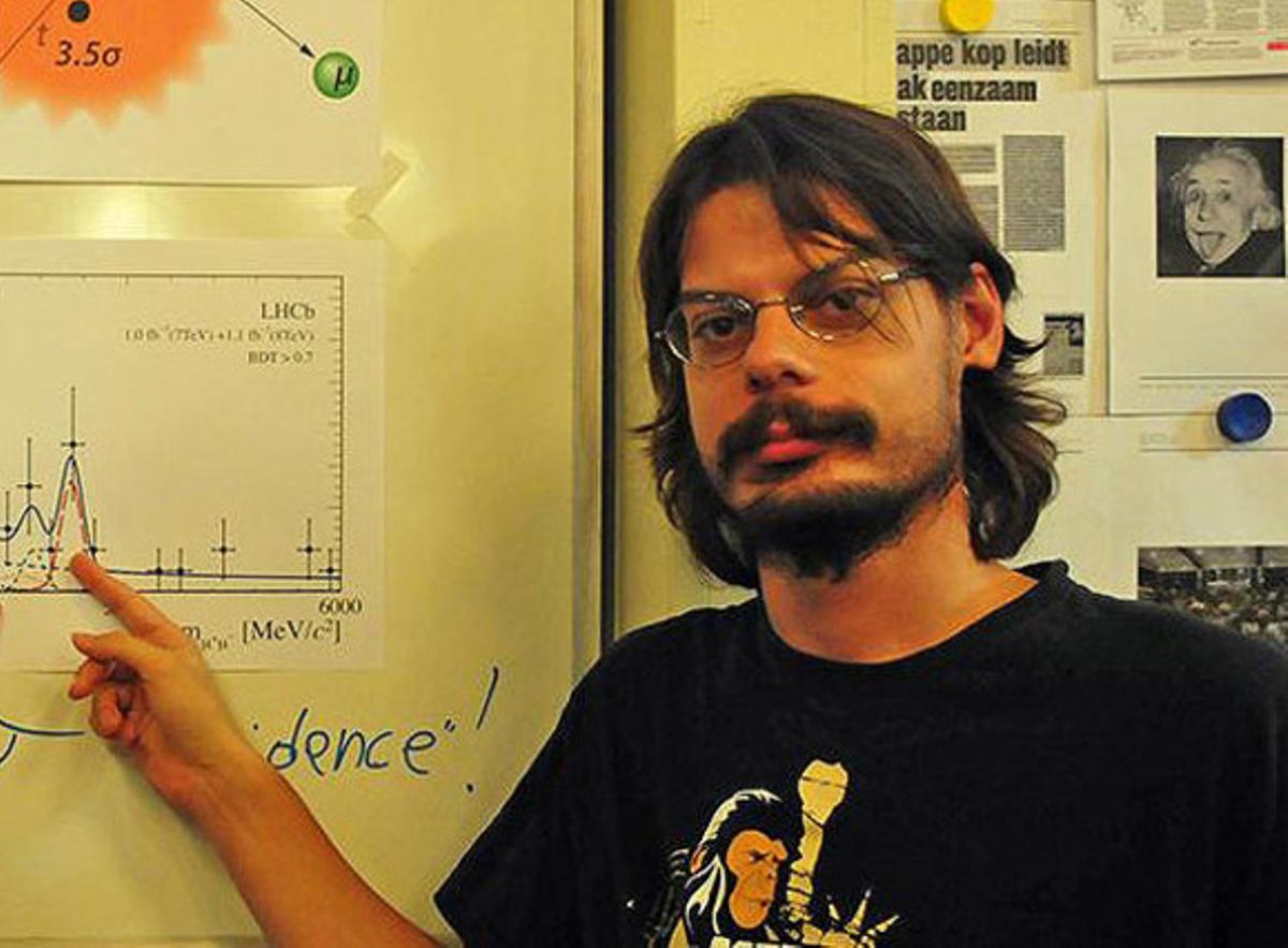 El joven físico Diego Martínez, en la Universidad de Santiago de Compostela.