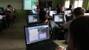 Ordenadores en un aula de un colegio de Terrassa.