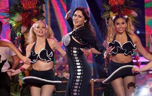 Rosa López imitando aThalía en 'Tu cara me suena'.