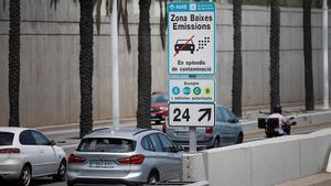 Barcelona abaixa a la meitat la multa per entrar a la Zona de Baixes Emissions