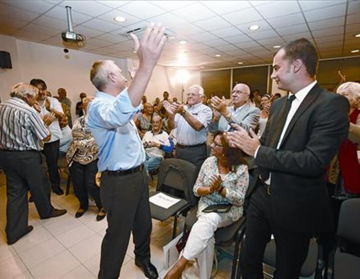 Pere Navarro y su futuro sucesor al frente de la alcaldía, Jordi Ballart, el 2 de octubre, en la sede del PSC de Terrassa.