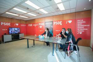 El presidente de Extremadura, Guillermo Fernández Vara, junto con los dirigentes Adriana Lastra y Santos Cerdán, este 11 de septiembre en Ferraz, durante la reunión del consejo de política federal del PSOE.