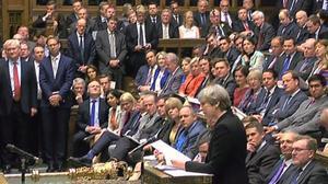El Parlament britànic aprova les eleccions anticipades.