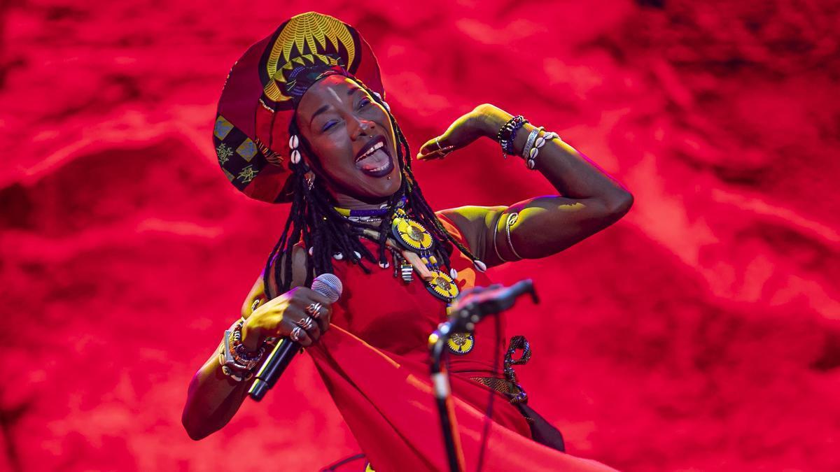 Fatoumata Diawara, en su actuación en el Teatre Grec