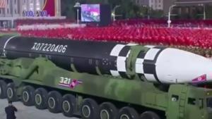 Un misil norcoreano en una parada militar en Pionyang.