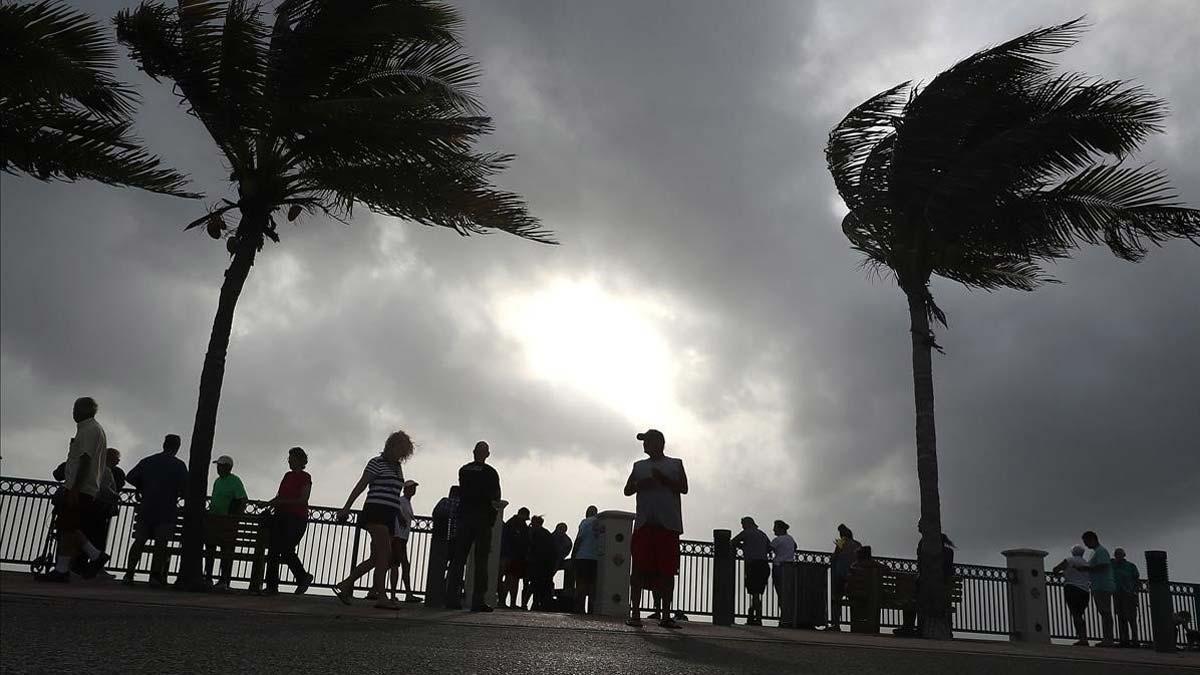El huracán Dorian hace estragos en las Bahamas de camino al litoral de EEUU.
