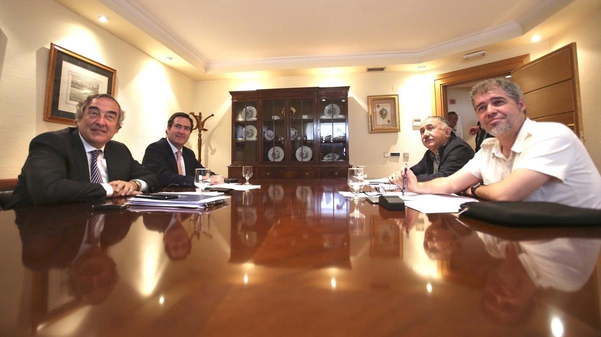 Juan Rosell (CEOE), Antonio Garamendi (CEPYME), José María Álvarez (UGT) y Unai Sordo (CCOO), durante una reunión en junio pasado.