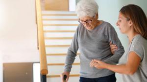 Barcelona busca soluciones innovadoras para hacer frente a la situación de dependencia de muchas personas mayores.