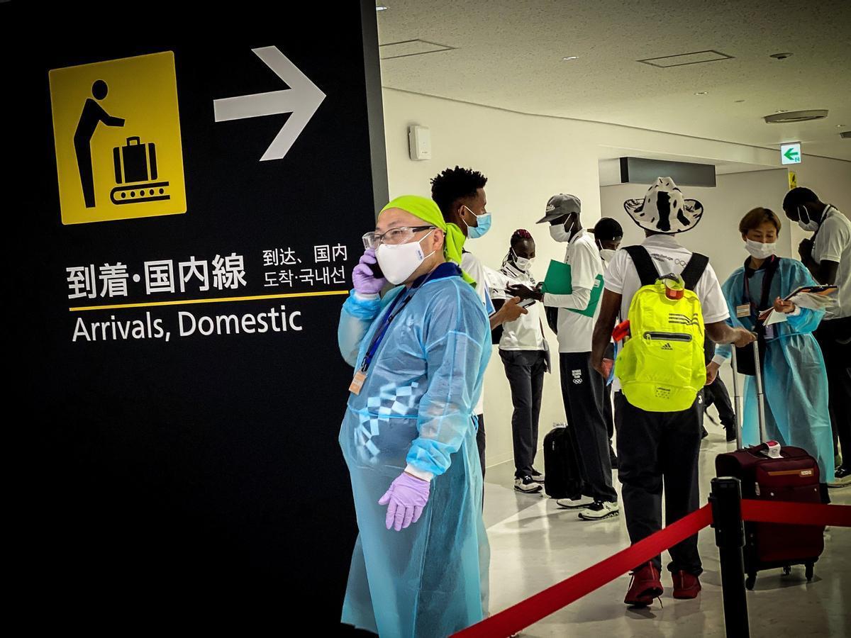 Llegadas de atletas y periodistas a Tokio con motivo de Juegos Olímpicos.