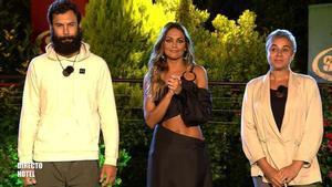 Lara Álvarez con Jorge Pérez y Ana María Aldón en la gran final de 'Supervivientes 2020'.