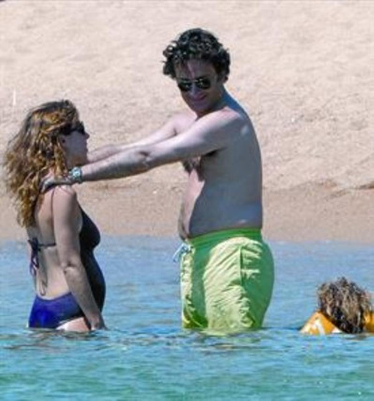La hija de Aznar y Agag  lucen barrigas en Cerdeña