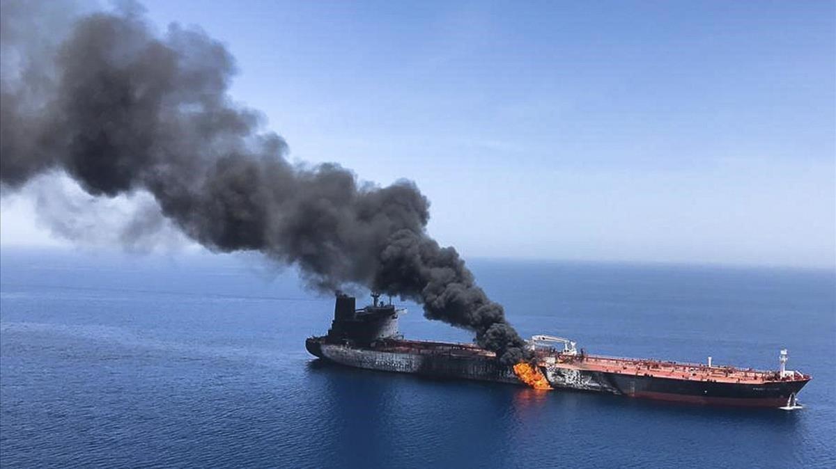 Uno de los dos petroleros supuestamente atacados este jueves en el estrecho de Ormuz.