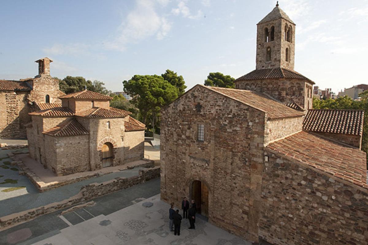 Vista del conjunto de La Seu d'Ègara con Santa Maria en primer término, Sant Miquel en el centro y Sant Pere a la izquierda.