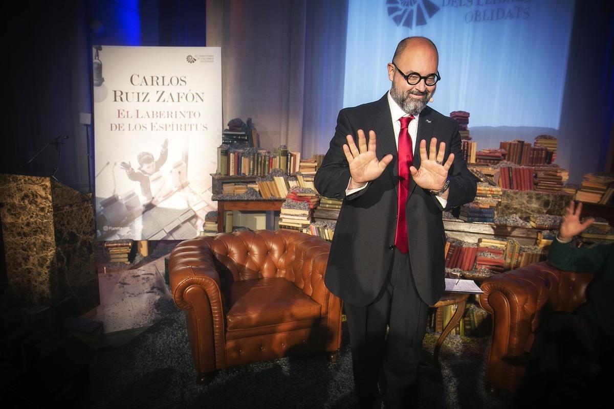 Ruiz Zafón No Habrá Película Del Cementerio De Los Libros Olvidados