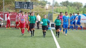 Marta Galego (en el centro), antes del inicio del partido disputado en Valls.