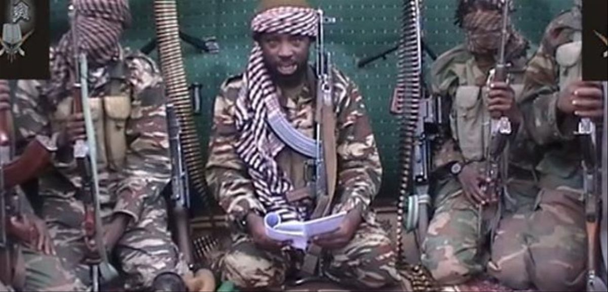 Abubakar Shekau (centro), autoproclamado líder del grupo islamista Boko Haram, en una imagen difundida el pasado 25 de septiembre.