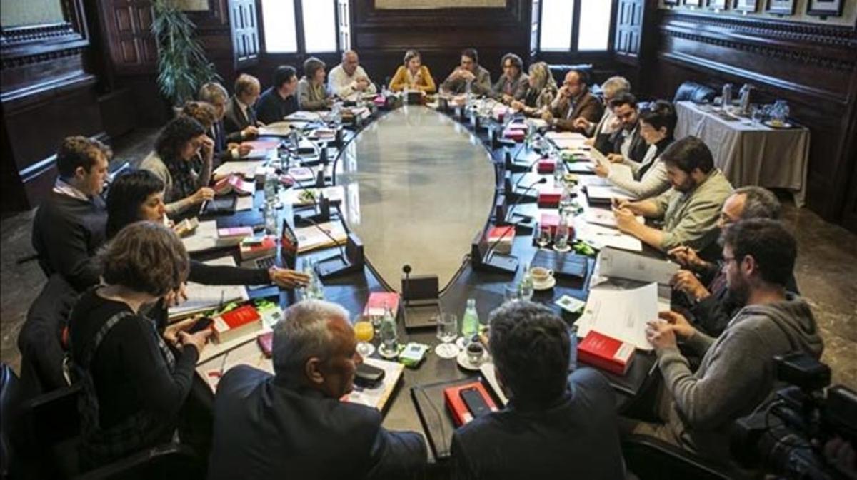Luz verde en el Parlament a la reforma exprés para romper con España.