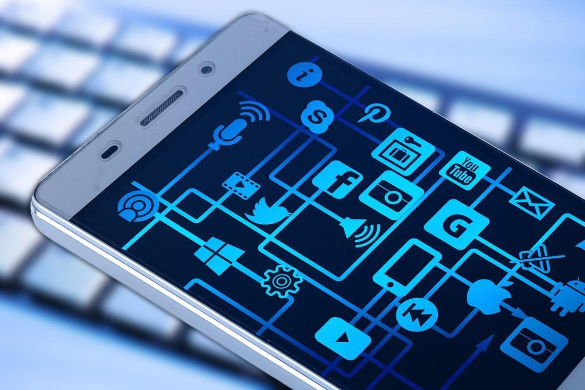 El 55% de los internautas busca información de productos en redes sociales antes de comprar.
