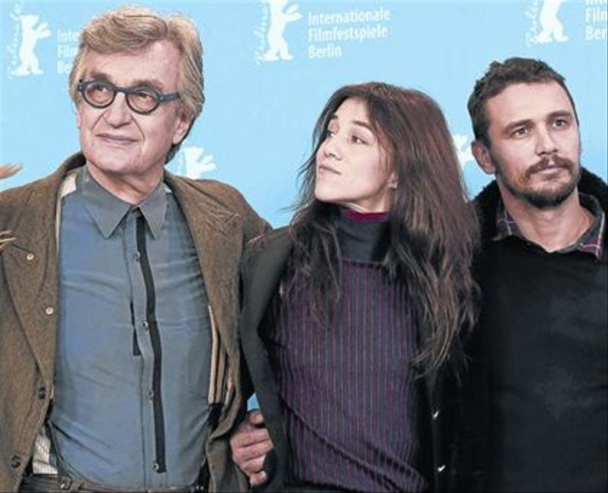 Desde la izquierda, Wim Wenders, Charlotte Gainsbourg y James Franco, en Berlín.