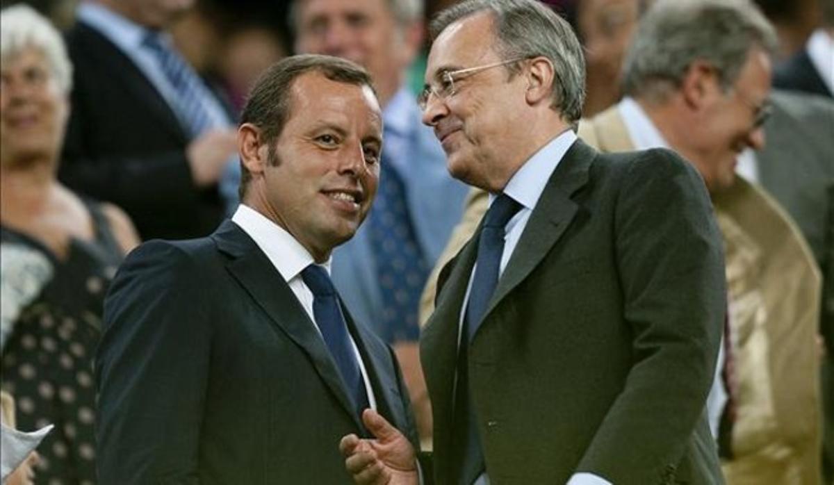 Sandro Rosell y Florentino Pérez, en el palco del Camp Nou antes de empezar un Barça-Madrid.