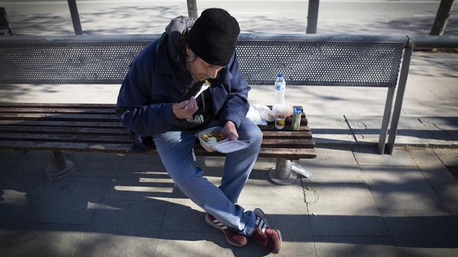 Emilio y Alberto, dos hombres sin hogar usuarios de comedores sociales