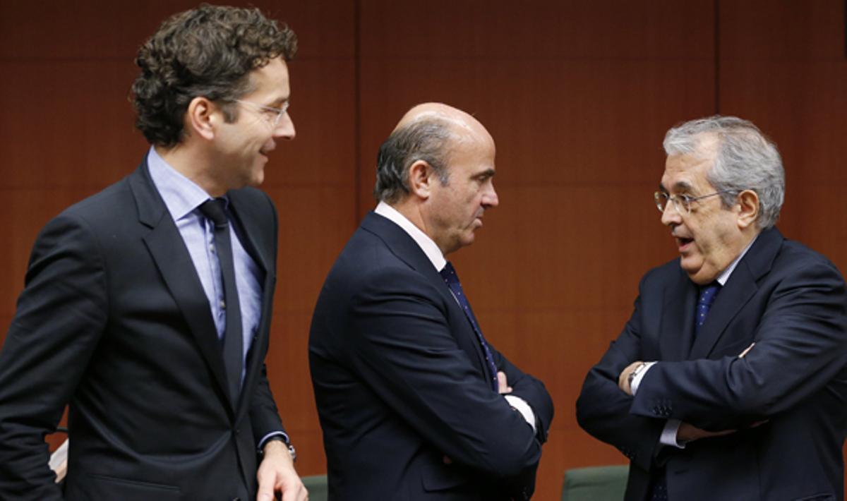 El Eurogrupo dice que la reestructuración ha sido un éxito, pero mantendrá una vigilancia especial.