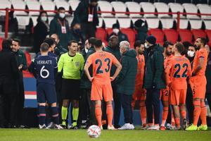 El tumulto, en el partido entre el PSG y el Basaksehir, de Liga de Campeones.