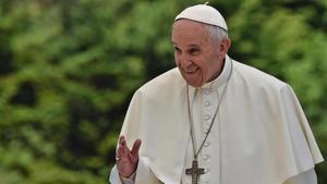 """Benet XVI va prometre a Francesc """"total obediència"""" abans que el nou Papa saludés el món"""