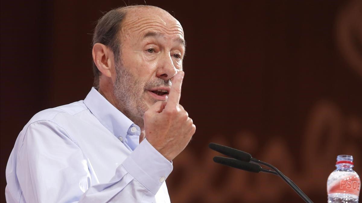 Alfredo Pérez Rubalcaba durante un Congreso Extraordinario del PSOE, en julio del 2014.