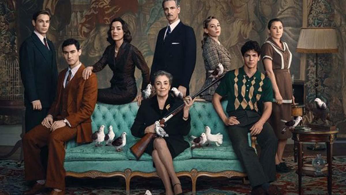 Secuencia de la miniserie de Netflix 'Alguien tiene que morir', con Alejandro Speitzer y Carlos Cuevas.