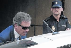 Jordi Pujol Ferrusola sale de la Audiencia Nacional tras prestar declaración el 15 de septiembre del 2014.